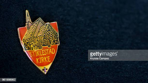 traveling souvenir: pin brooch from norway - brooch stock-fotos und bilder