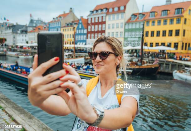 traveling to copenhagen - tourist in nyhavn - nyhavn stock pictures, royalty-free photos & images