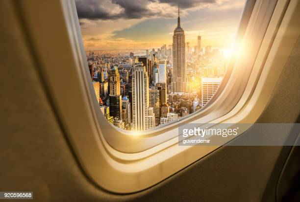 traveling to new york - volare foto e immagini stock