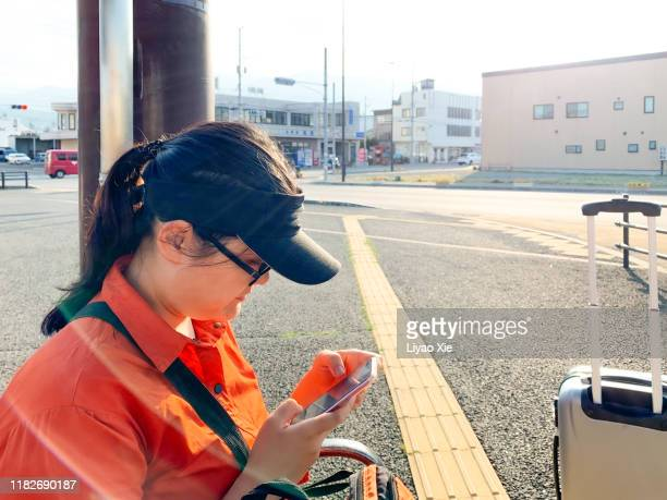 travellers at station - liyao xie fotografías e imágenes de stock