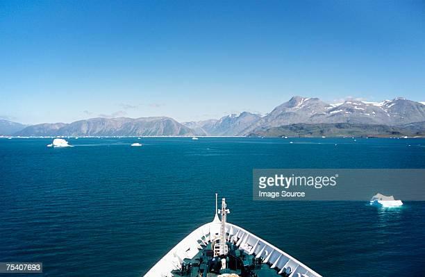 travelling in iceland - schiffsbug stock-fotos und bilder