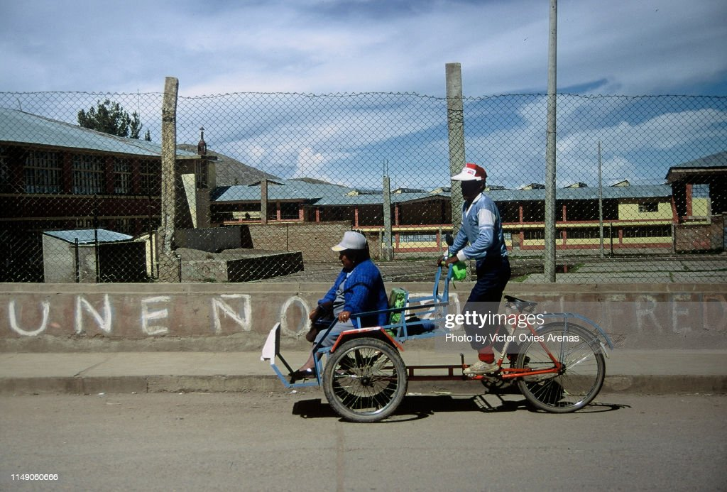 Travelling on a cycle rickshaw in Puno, Peru : Foto de stock
