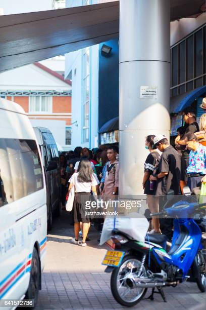 travelling thai people at mini van station - menschengruppe stock pictures, royalty-free photos & images