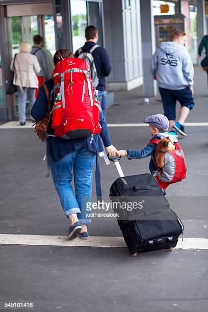 Voyage femme avec petit garçon
