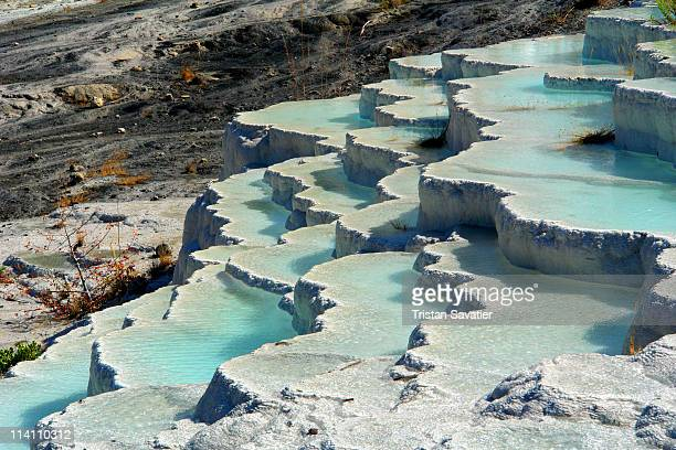 travertine pools at pamukkale hot springs - トラバーチン ストックフォトと画像