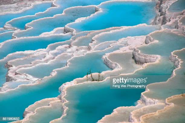 travertine terrace formations, pamukkale, denizli province, aegean region, turkey - unesco welterbestätte stock-fotos und bilder