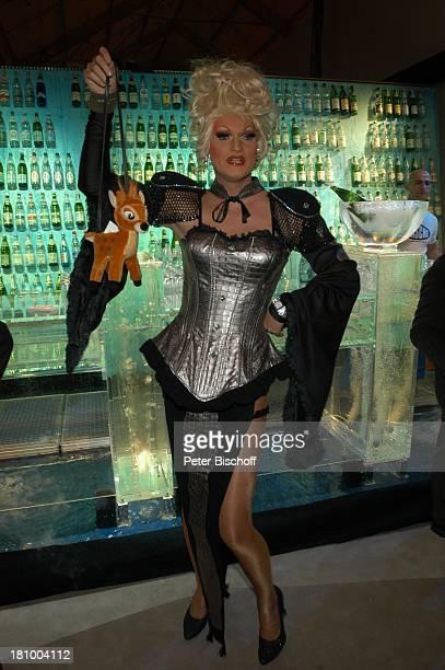 """Travestie-Künstler Mary , Charity-Ereignis """"Tribute to Bambi"""", Theater im Hafen, Hamburg, , Party, Bar, Theke, Verkleidung, Kostüm, Sänger, Sängerin,..."""