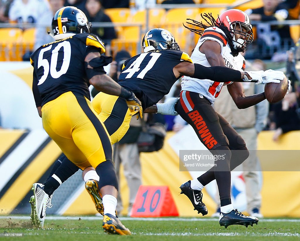 Travis Benjamin #11 of the Cleveland Browns catches a pass during the 4th quarter of the game against the Pittsburgh Steelers at Heinz Field on November 15, 2015 in Pittsburgh, Pennsylvania.