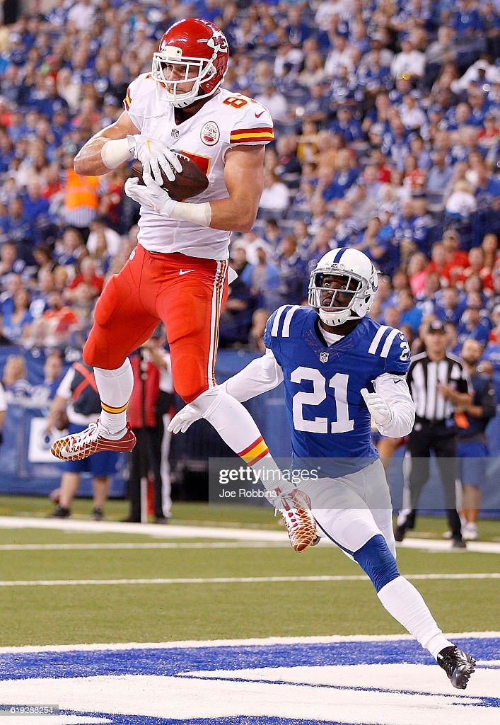 Travis Kelce #87 of the Kansas City Chiefs catches a touchdown pass while being guarded by Vontae Davis #21 of the Indianapolis Colts during the second quarter of the game at Lucas Oil Stadium on October 30, 2016 in Indianapolis, Indiana.