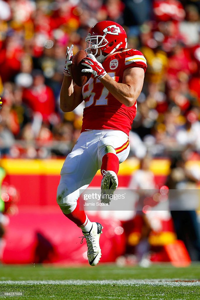 Travis Kelce #87 of the Kansas City Chiefs catches the ball at Arrowhead Stadium during the fourth quarter of the game against the Pittsburgh Steelers on October 25, 2015 in Kansas City, Missouri.