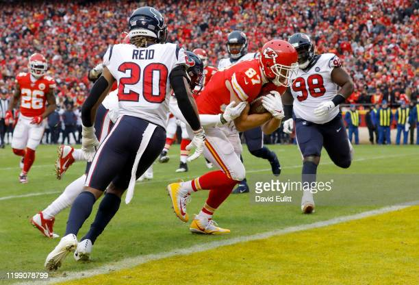 Travis Kelce of the Kansas City Chiefs runs in for a touchdown in the second quarter of the AFC Divisional playoff game against the Houston Texans at...