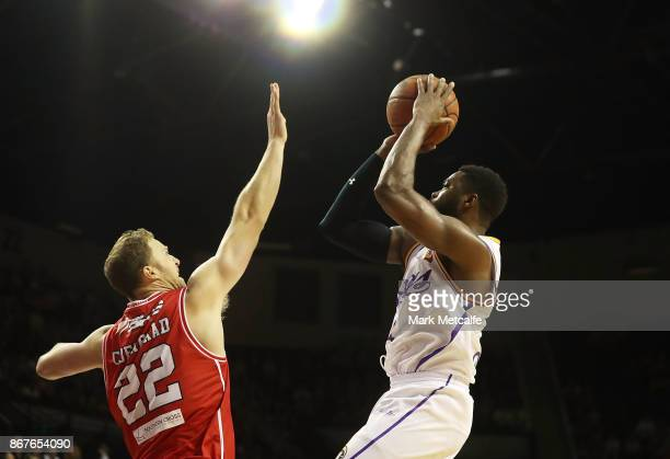 Travis Leslie of the Kings shoots during the round four NBL match between the Illawarra Hawks and the Sydney Kings at Wollongong Entertainment Centre...