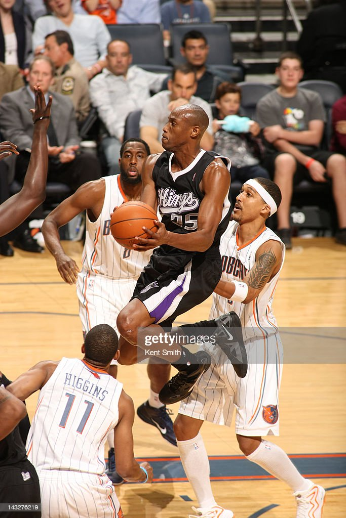 Travis Outlaw #25 of the Sacramento Kings goes to the basket against the Charlotte Bobcats at the Time Warner Cable Arena on April 22, 2012 in Charlotte, North Carolina.