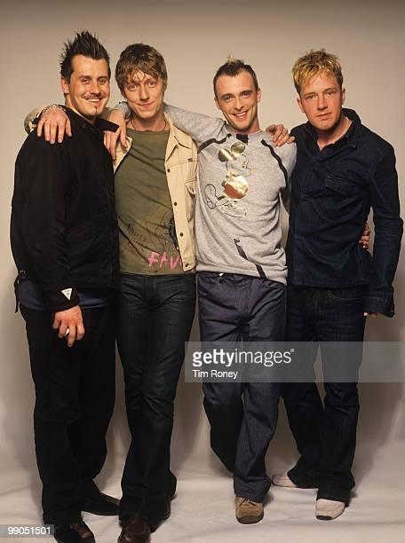 Travis pop group circa 2001