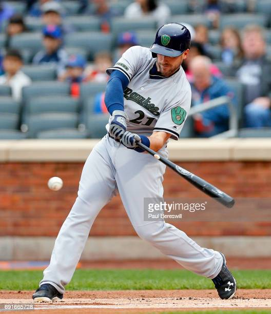 Travis Shaw of the Milwaukee Brewers bats in an MLB baseball game against the New York Mets on May 29 2017 at CitiField in the Queens borough of New...