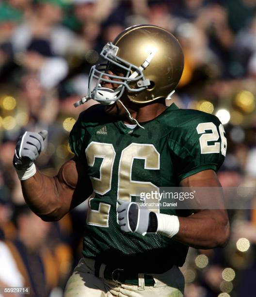 Travis Thomas of the Notre Dame Fighting Irish celebrates a touchdown against the University of Southern California Trojans on October 15, 2005 at...