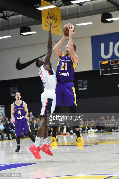 Travis Wear of the South Bay Lakers shoots the basketball against the Capital City GoGo on December 13 2018 at UCLA Heath Training Center in El...