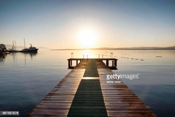 trawler and wooden pier(DSCF0528-1.jpg)