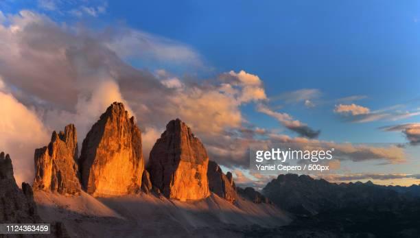 tre cime di lavaredo at sunset - トレチーメディラバレード ストックフォトと画像