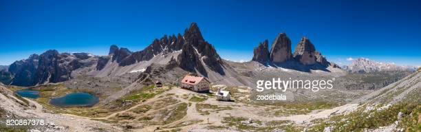 tre cime di lavaredo italian dolomites panorama - dolomiti foto e immagini stock