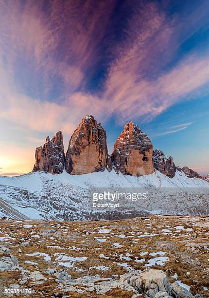 トレ cime dolomite アルプス、イタリア - トレチーメディラバレード ストックフォトと画像