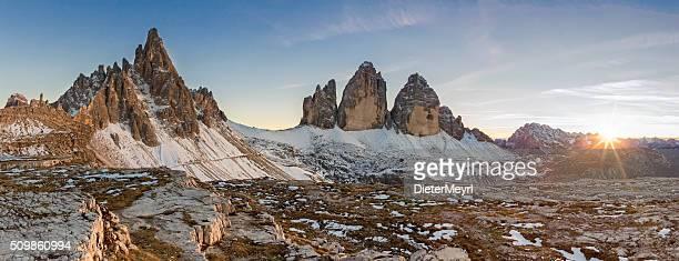 トレ cime は、パノラマに広がる dolomite アルプス、イタリア - トレチーメディラバレード ストックフォトと画像