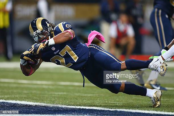 Tre Mason of the St Louis Rams rushes for a touchdown in the first quarter against the St Louis Rams at the Edward Jones Dome on October 19 2014 in...