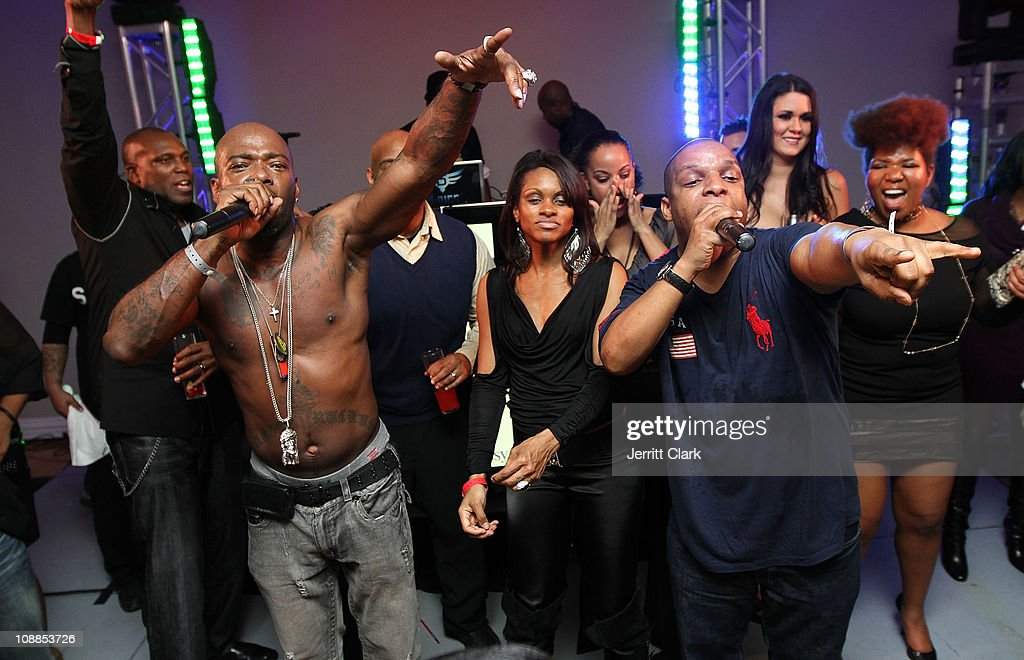 treach-and-vin-rock-of-naughty-by-nature-perform-at-the-big-game-old -picture-id108853726