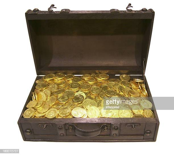 treasure chest filled with golden gold coins of queen elizabeth - antiquities stock pictures, royalty-free photos & images