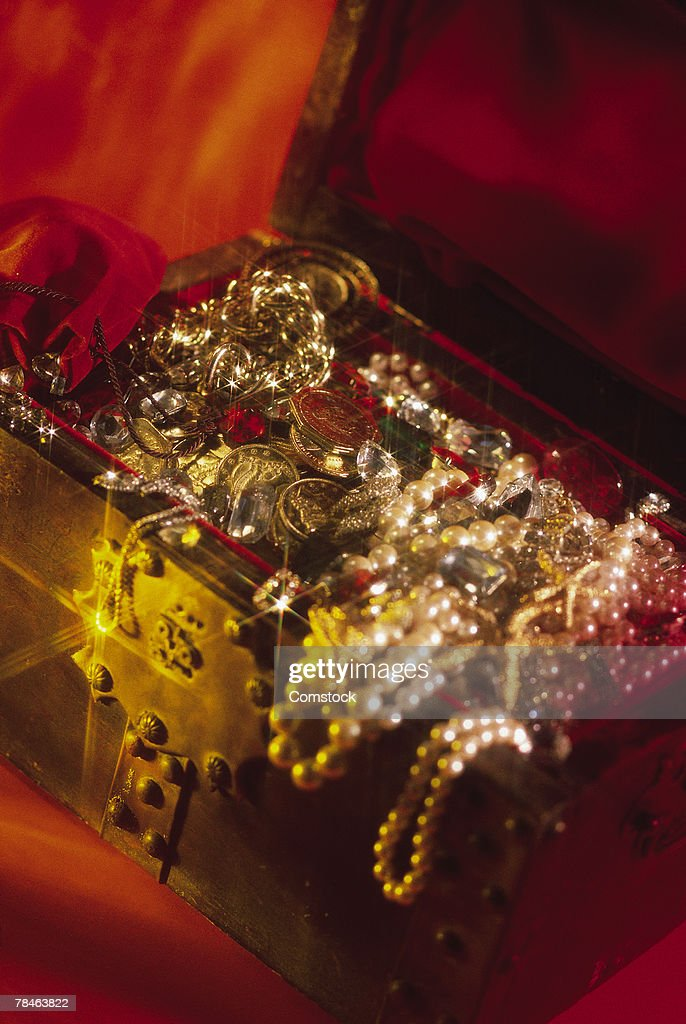 Treasure chest filled with jewels : Stock Photo