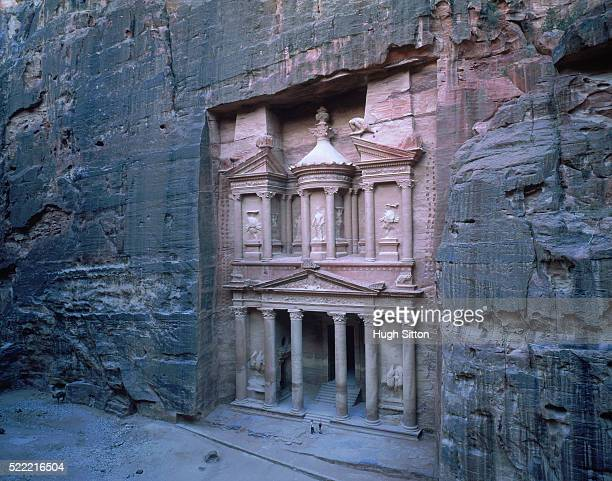 treasure house, petra, jordan - hugh sitton stock pictures, royalty-free photos & images
