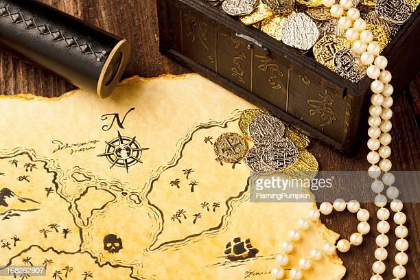 Carte du trésor et espion verre. Plein cadre. XXXL