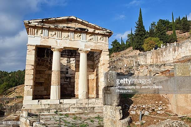 treasury of the athenians at the temple of apollo in delphi, greece - mitologia greca foto e immagini stock