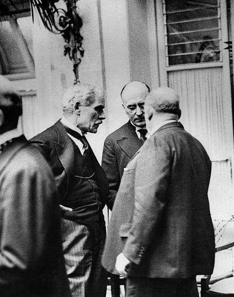 Treaty of Versailles: the british prime minister Ramsay Macdonald ...