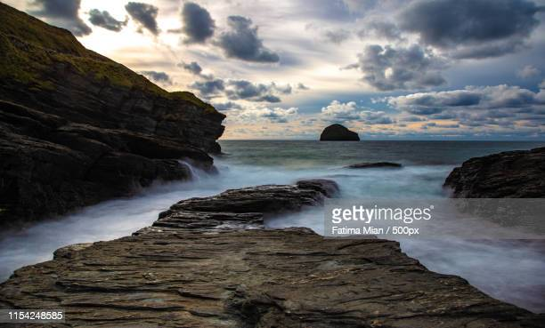 trebarwith strand cornwall - truro cornwall stock pictures, royalty-free photos & images