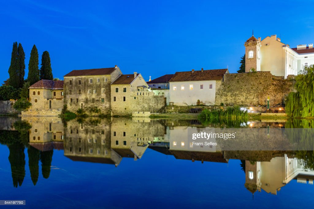 Trebinje reflected in the Trebišnjica river at night, Bosnia and Herzegovina : Stockfoto