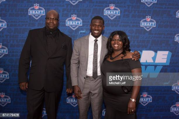 Tre'Davious White of LSU poses for a picture with his father David White and mother Lashawnita Ruffins on the red carpet prior to the start of the...