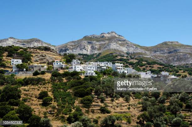 trees and buildings against clear blue sky - naxos stockfoto's en -beelden