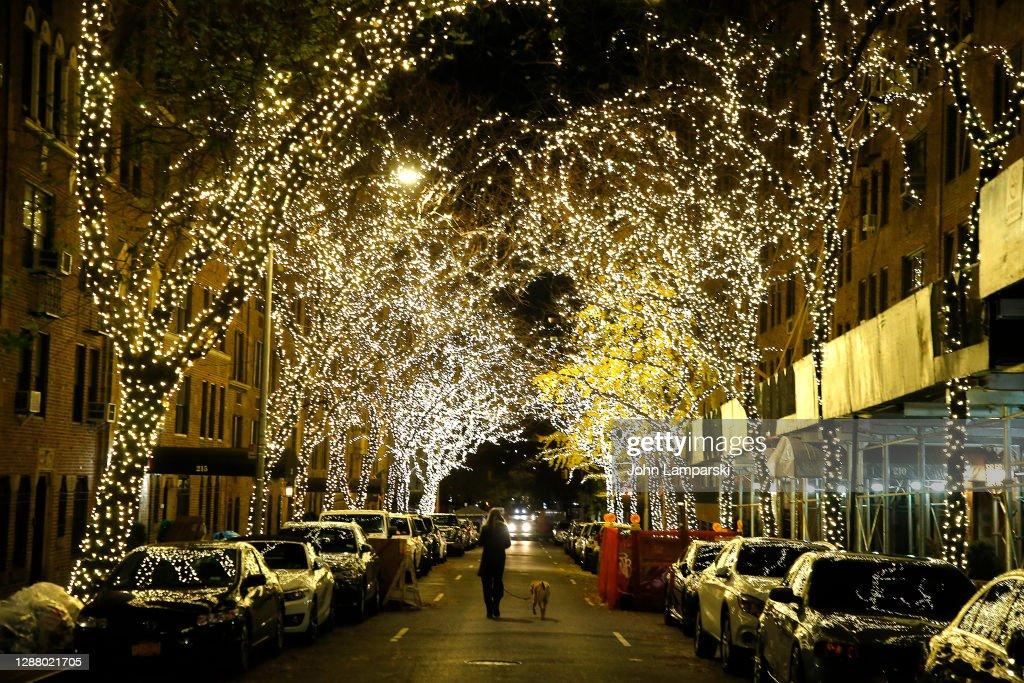 Holiday Season Begins Across New York City Area : ニュース写真