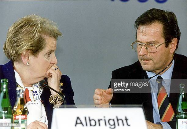 Treffen der Bosnien - Kontaktgruppe aus Anlass der Verschärfung des Kosovo Konflikts in Serbien; die Konferenz der Sechs - Mächte - Kontaktgruppe...