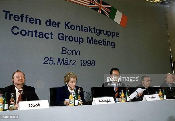 Treffen der Bosnien - Kontaktgruppe in Bonn. Im Mittelpunkt der Beratungen steht die Verschärfung des Kosovo Konflikts in Serbien: Bei der...
