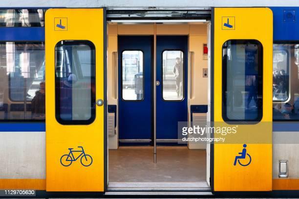 Treindeuren van de sprinter op station Amsterdam Bijlmer ArenA