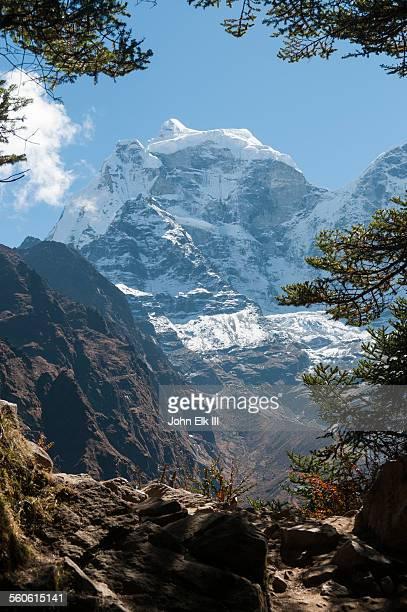 Trekkers on Everest trail blw Tengboche w Kantega