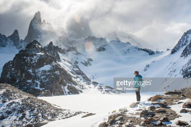 trekking in el chalten national park with views over laguna sucia of mt. fitzroy and cerro torre, patagonia, argentina, south america - cerro torre stock-fotos und bilder
