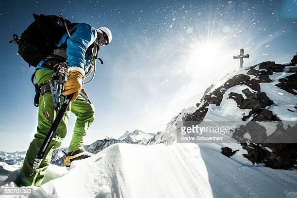trekking in the austrian alps - karriereleiter stock-fotos und bilder