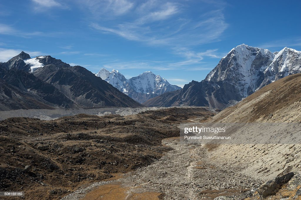 Trekking trail between Lobuche and Gorakshep village : Stock Photo