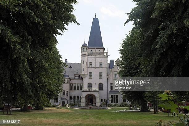 Tremsbüttel das von einer Parkanlage und altem Baumbestand umgebene Schloss Tremsbüttel Das von 1893 bis 1894 nach Plänen des Berliner Architekten...