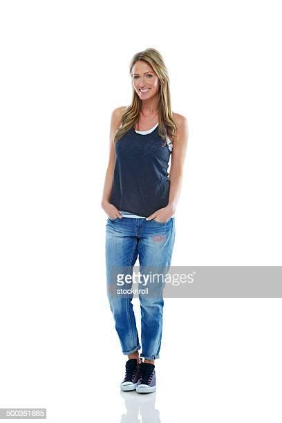 Donna matura alla moda in posa di casuals