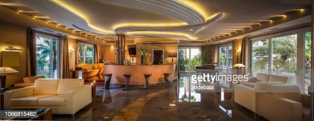 ホテルのトレンディなモダンなバー - 高級ホテル ストックフォトと画像