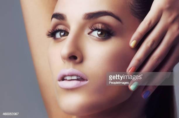 Moderno de color de las uñas